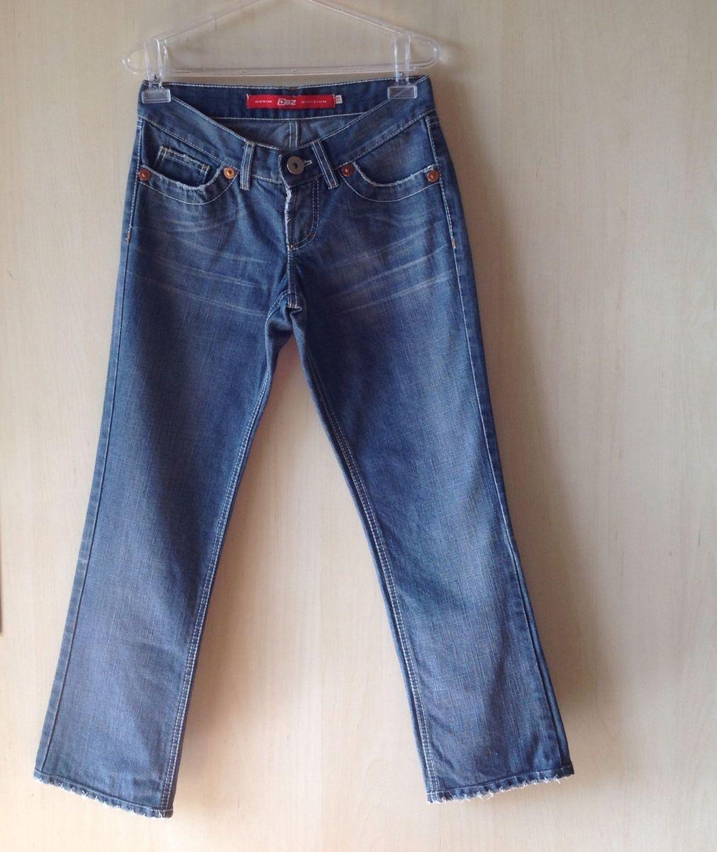 c20e571ea calça jeans azul claro modelagem tradicional reta e cós médio - calças dbz