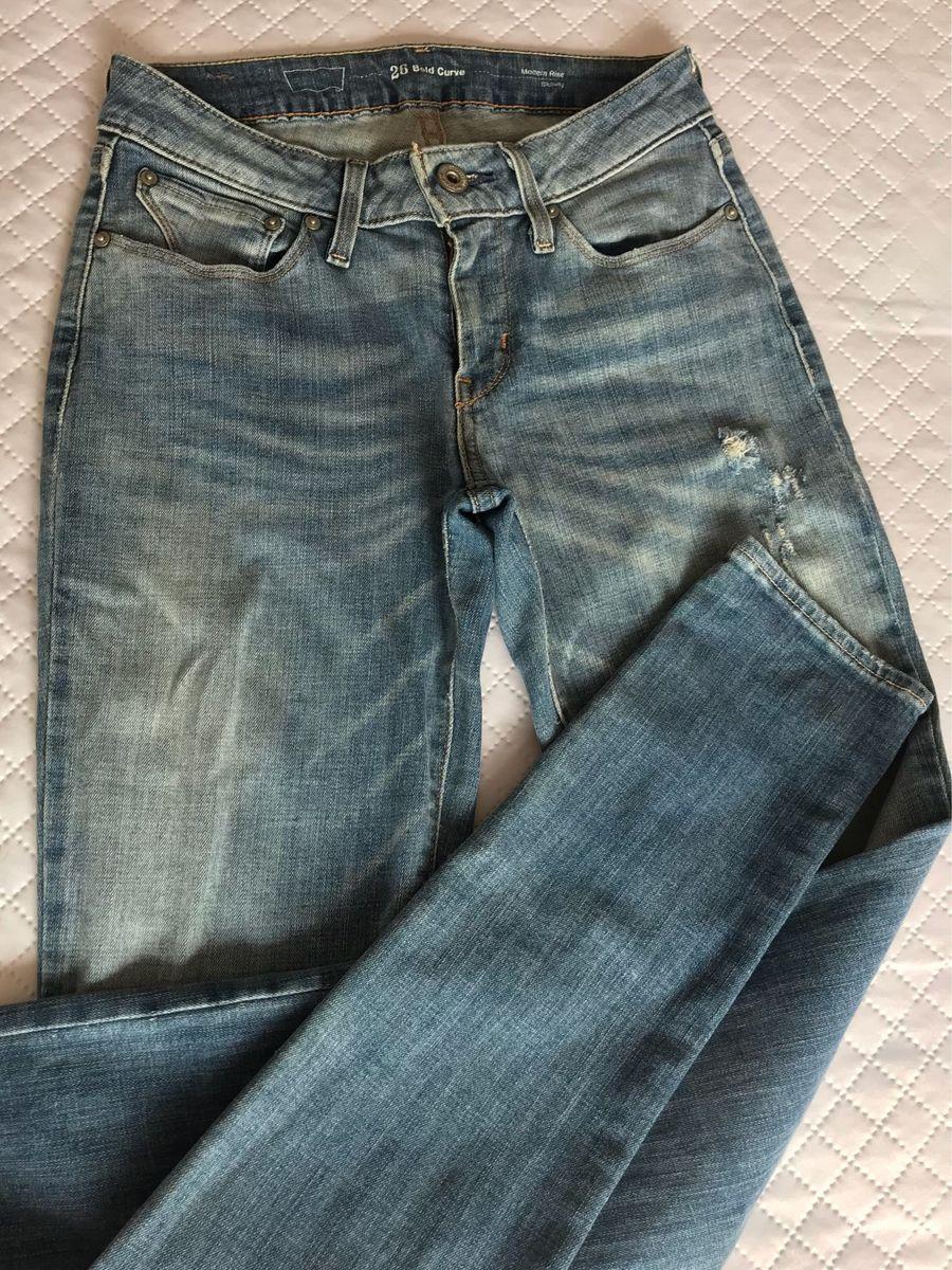 2a1bb120bc calça jeans 36 levis - calças levi's.  Czm6ly9wag90b3muzw5qb2vplmnvbs5ici9wcm9kdwn0cy8xoti5mzevnjyxyzqyngy5zti5mgm2ymfinwqxzjfinze1ywe3nzquanbn
