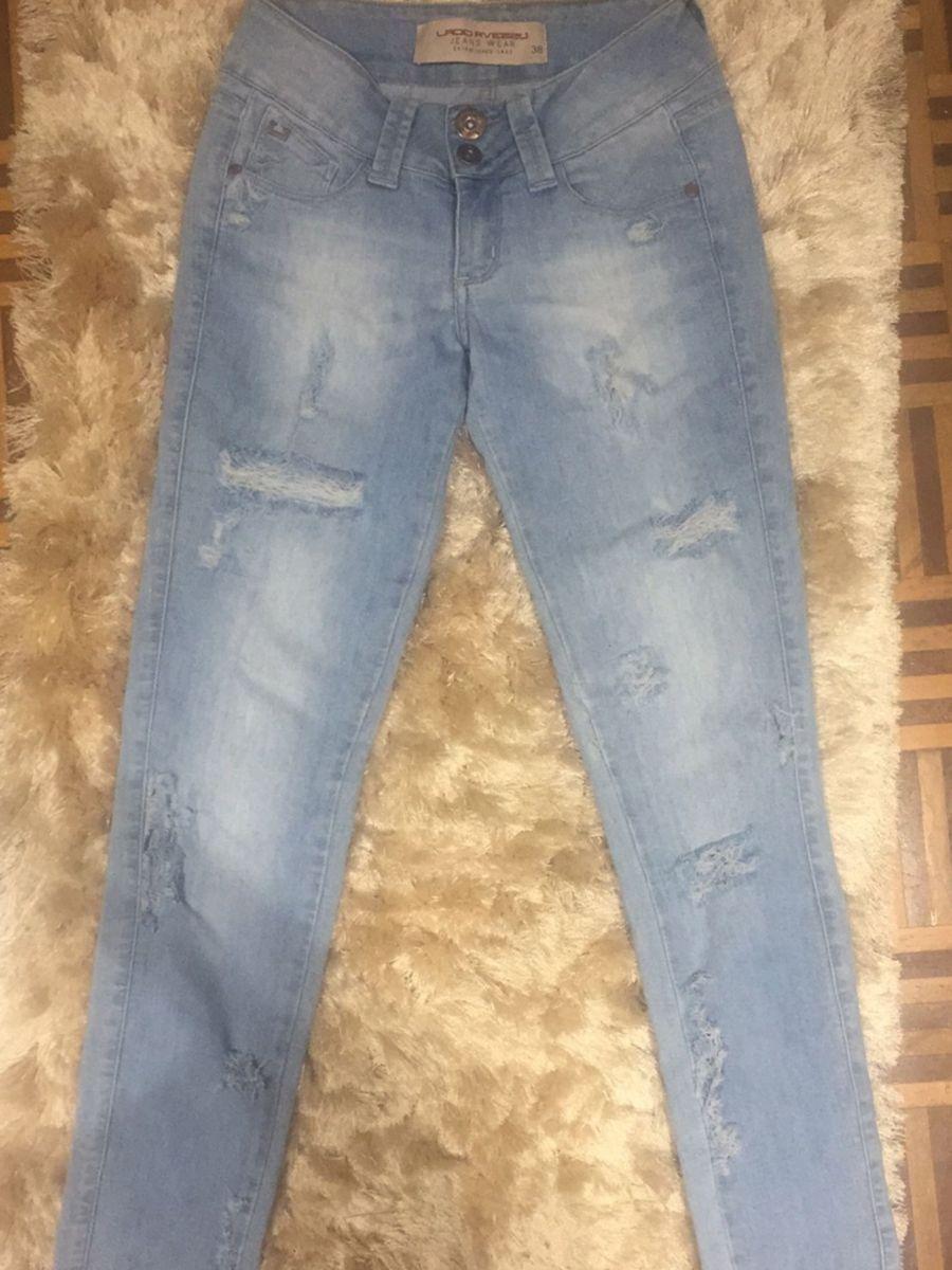 b7c96f168 Calça Jeans Rasgada Marca Lado Avesso | Calça Feminina Lado Avesso ...