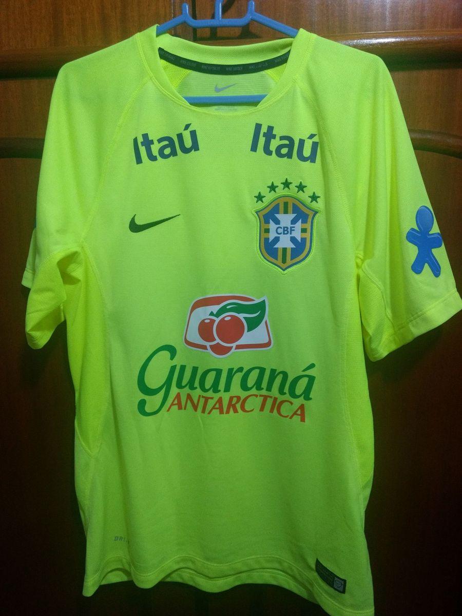 89d2a5a72f camisa brasil - oficial seleção - esportes nike.  Czm6ly9wag90b3muzw5qb2vplmnvbs5ici9wcm9kdwn0cy81odkzmti4l2u0y2rkogm1nzu3zmzmzmqyywi5ywflntg0m2i3ntm5lmpwzw  ...