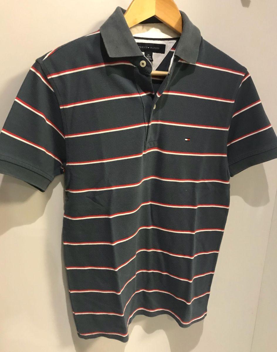 fac7a94081 camisa gola polo tommy hilfiger azul marinho com listas brancas e vermelhas.  tamanho xp.