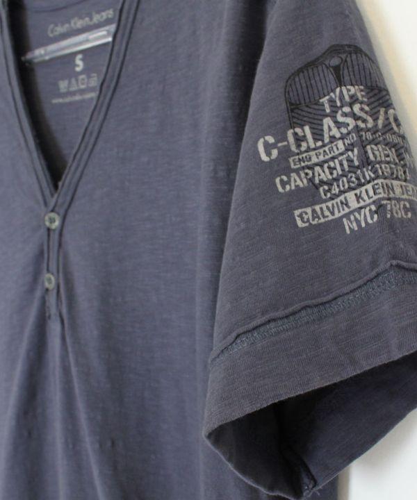 3228cdec8bc26 Camisa Gola V Azul Calvin Klein   Camiseta Masculina Calvin Klein Usado  1013461   enjoei