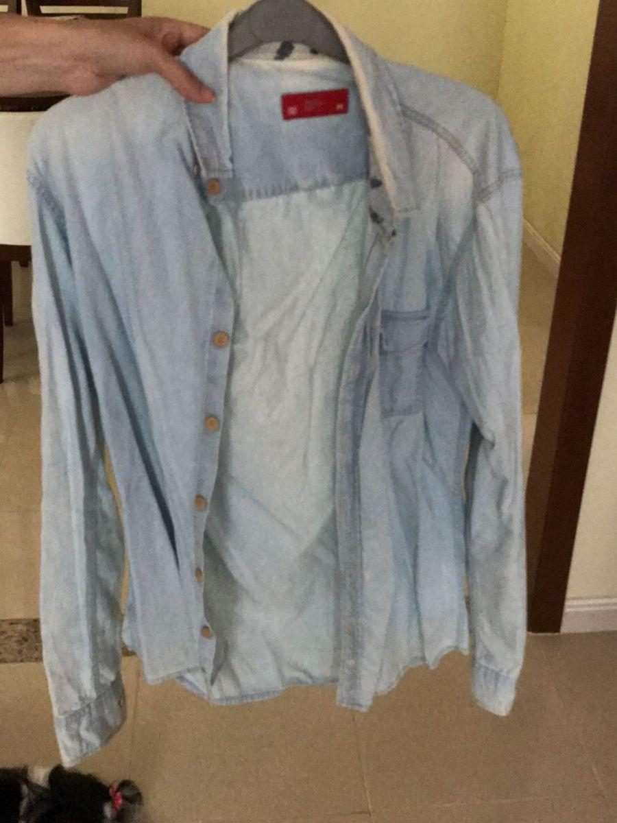 camisa jeans de botões - camisetas pool.  Czm6ly9wag90b3muzw5qb2vplmnvbs5ici9wcm9kdwn0cy84ndkwnzy5lzfmnjkxmtixmzywntnlyzuwodiwnmq5zmjlmjrhmty3lmpwzw  ... b1f5fffc13a3a
