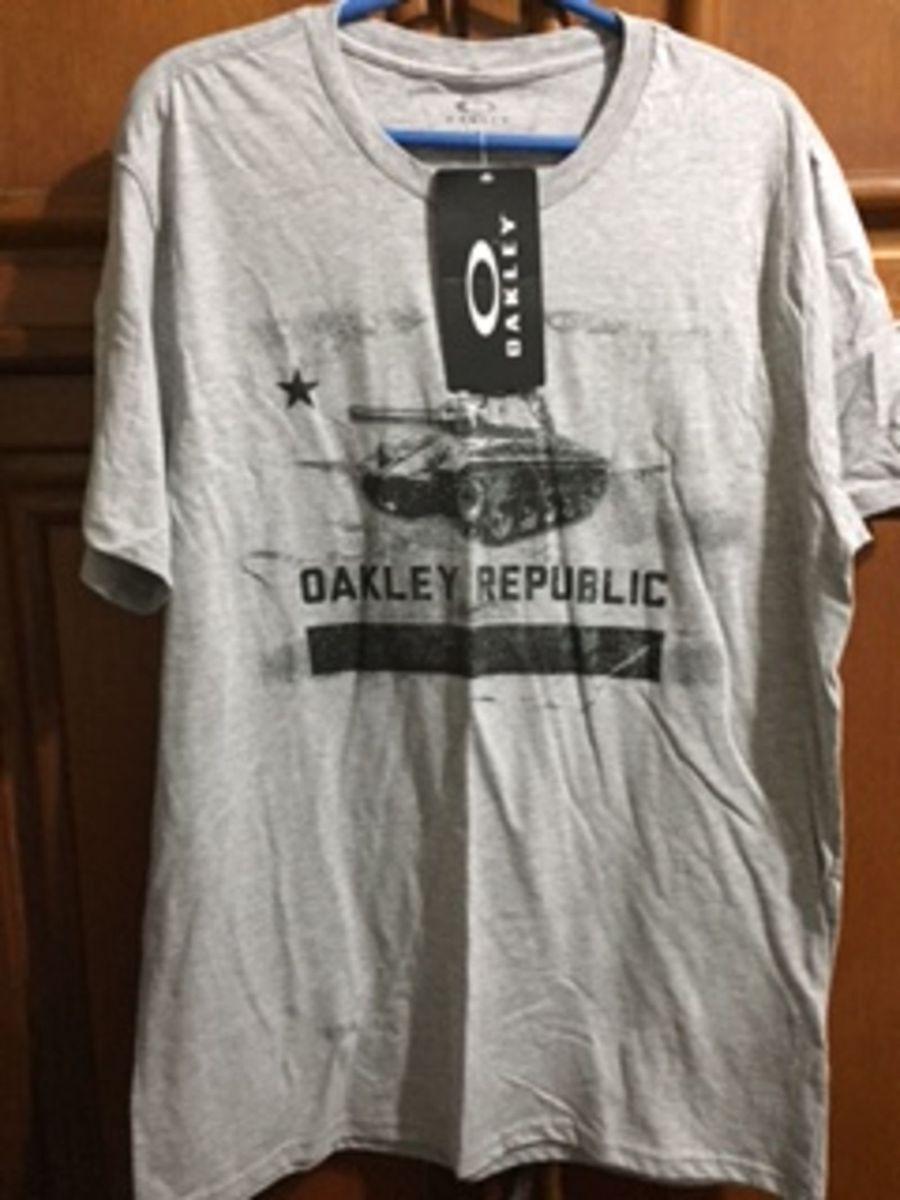 48ec9b3217 camisa oakley cinza claro - tamanho g - nova - original - camisas oakley