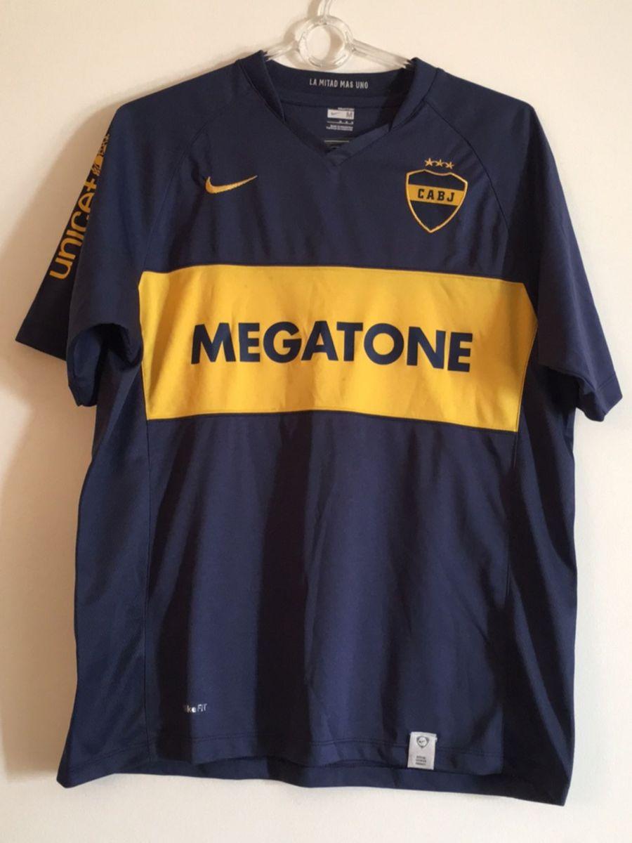 camisa oficial nike boca juniors - camisas nike.  Czm6ly9wag90b3muzw5qb2vplmnvbs5ici9wcm9kdwn0cy8xodi2ndmvmdnlntm0nwzhmtq4owmynzmwn2u0ztq3ztjinwvimdguanbn  ... e2337272b4be5