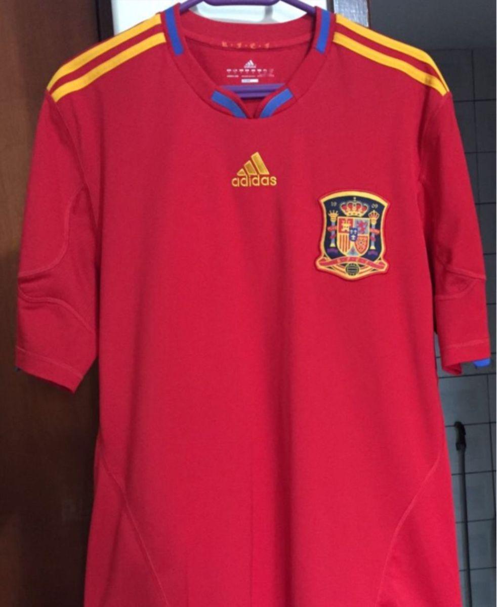 camisa seleção da espanha - camisetas adidas.  Czm6ly9wag90b3muzw5qb2vplmnvbs5ici9wcm9kdwn0cy8ynju0mduvmguyotfizje0nmewztmxmzq2nwq3ndi2mzdmyjkwnjauanbn  ... b39cbbc5ca50d