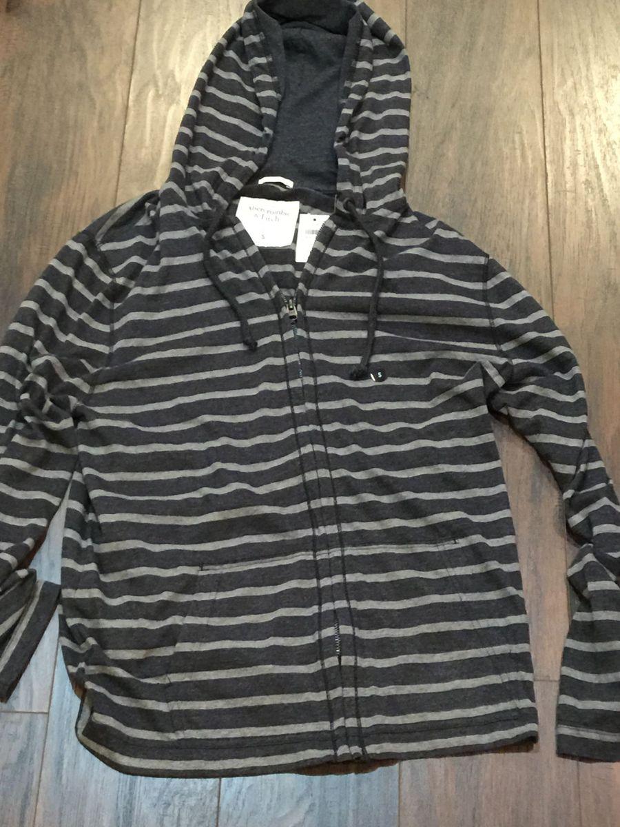 5639bac28 camiseta abercrombie manga longa capuz original listrada - camisetas  abercrombie & fitch