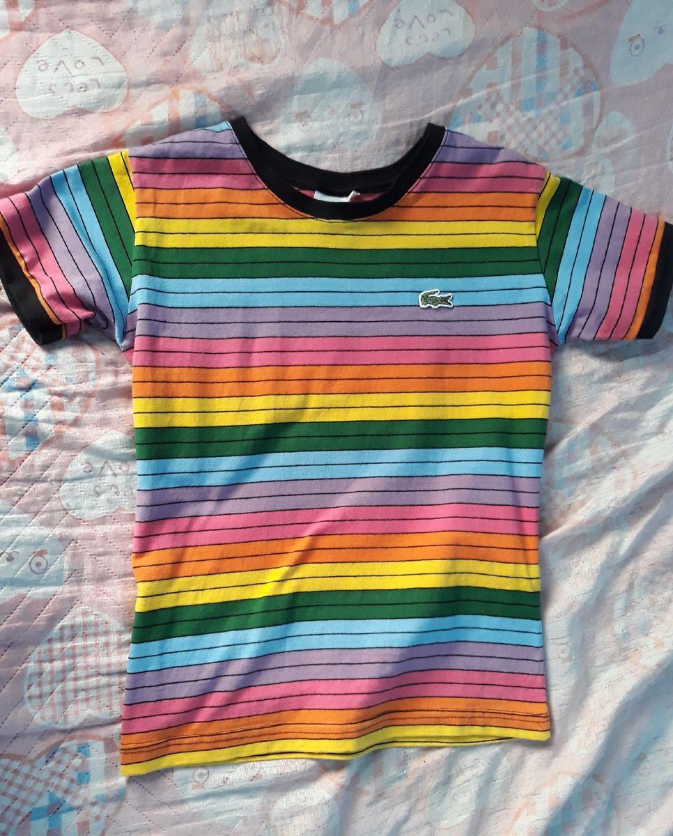Camiseta Arco-iris Lacoste Feminina   Camiseta Feminina Lacoste ... 59fd4de757