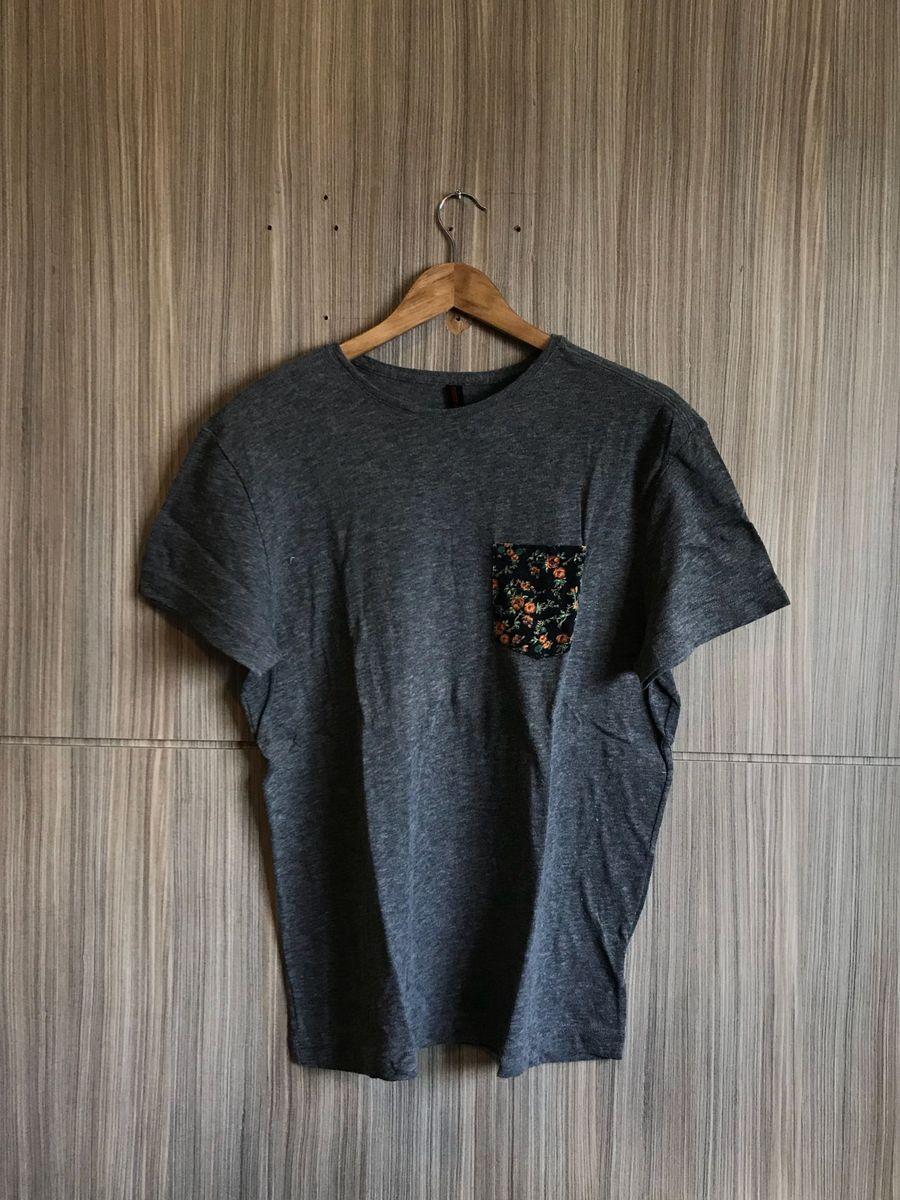 Camiseta Bolso Estampado Reserva e C a   Camiseta Masculina Reserva ... a642014cdf