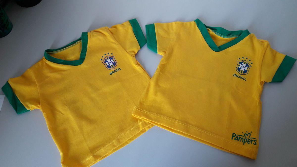 612af13ca795e camiseta de bebê brasil gêmeos - bebê pampers.  Czm6ly9wag90b3muzw5qb2vplmnvbs5ici9wcm9kdwn0cy81nzmxmjk3l2fimgzlmmjmnmi4zwrhy2u1ndnhy2m4odk3nwi4mtqwlmpwzw  ...