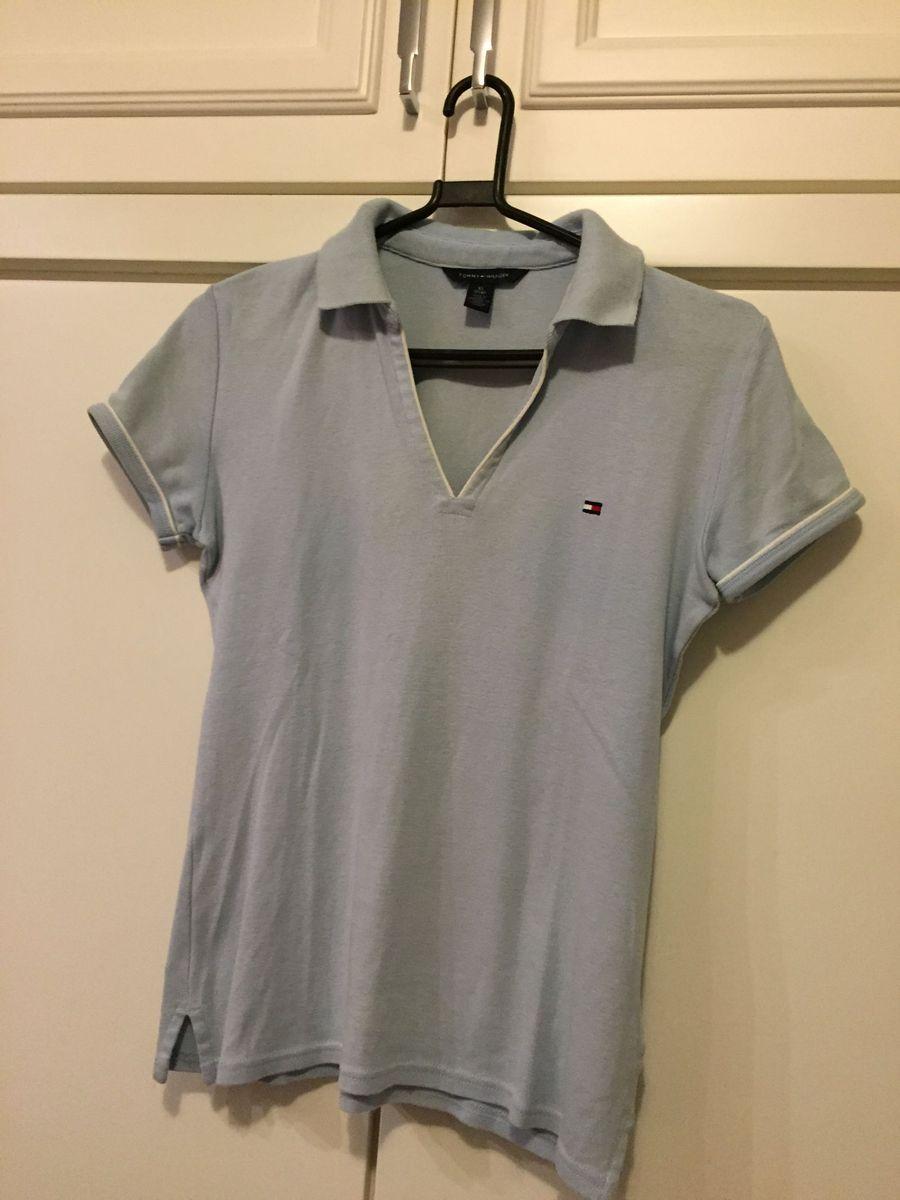 camiseta em malha mais grossa na cor azul bebe com gola tipo polo -  camisetas tommy bc77de3ec9ad4