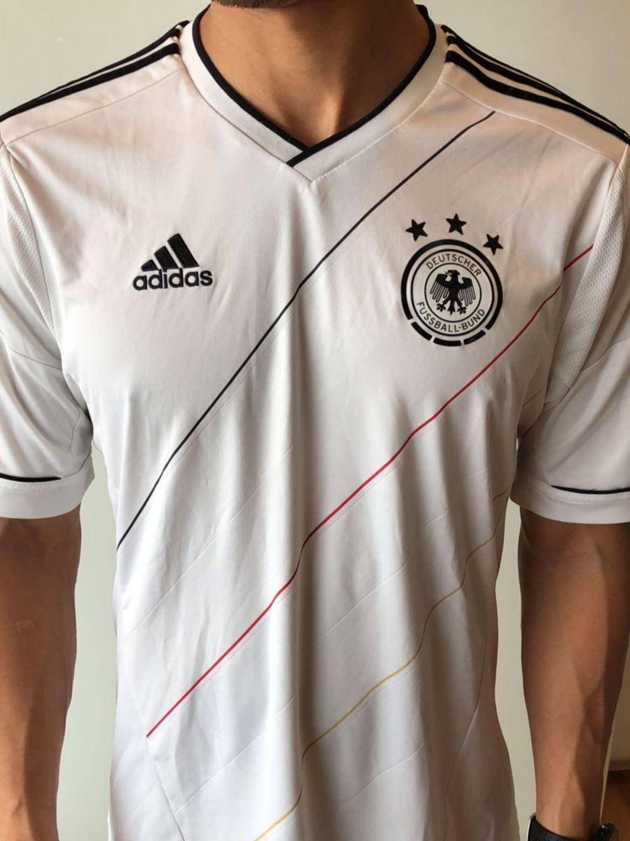 ae48e94cc4 camiseta futebol alemanha - camisetas adidas.  Czm6ly9wag90b3muzw5qb2vplmnvbs5ici9wcm9kdwn0cy81ntywmzc3lzrjnjq0mda4ndk2zwi5zju0ytuxnjrmnwvjn2jhzdk3lmpwzw  ...