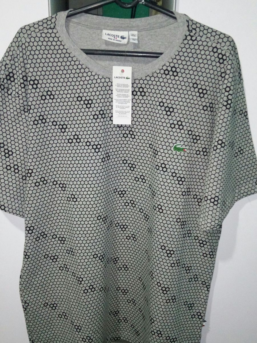 7508d068a9643 camiseta lacoste colméia - camisetas lacoste.  Czm6ly9wag90b3muzw5qb2vplmnvbs5ici9wcm9kdwn0cy85nza1ndc0l2qyngi2ztu0owixngu1ztzimdu3zdczogm4zdi4mwm5lmpwzw  ...