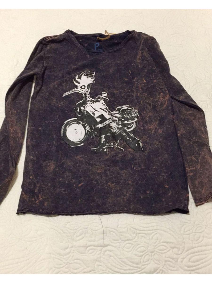 dbb9a76801 camiseta manga longa reserva - camisetas reserva.  Czm6ly9wag90b3muzw5qb2vplmnvbs5ici9wcm9kdwn0cy84mtq5mja0lzezmtlimzg1ytexzte0y2mwzgfiotlmntuzm2viztmzlmpwzw