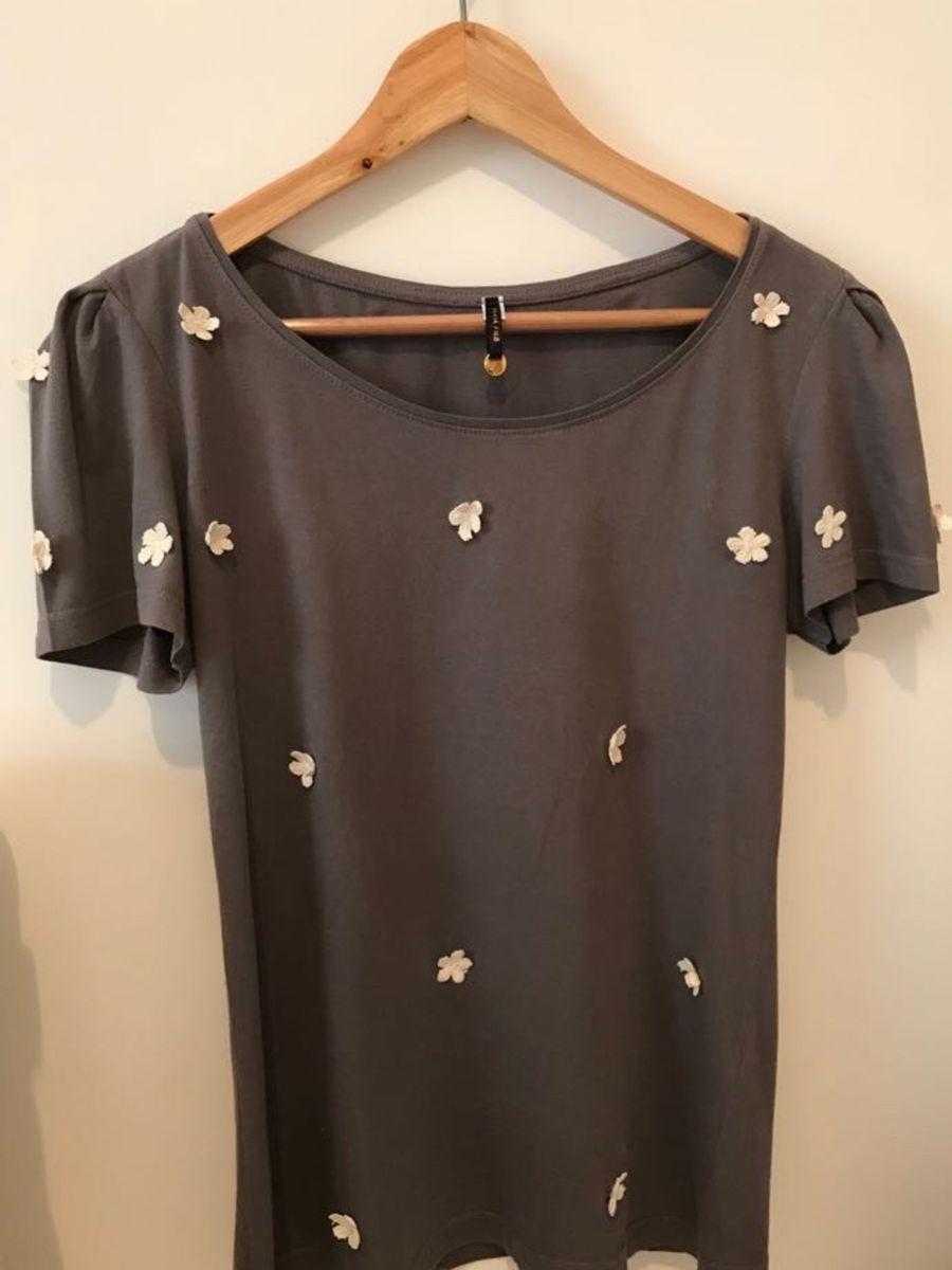 5fff13ccb camiseta maria filo com apliques bordados - camisetas maria filó