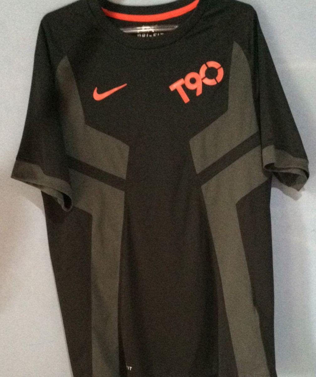55943b4e393b9 camiseta nike total 90 - esportes nike.  Czm6ly9wag90b3muzw5qb2vplmnvbs5ici9wcm9kdwn0cy81mjk4otu2l2jjnju2othknzg2mzvkmznjmjczmwywywnmnza5otu2lmpwzw  ...