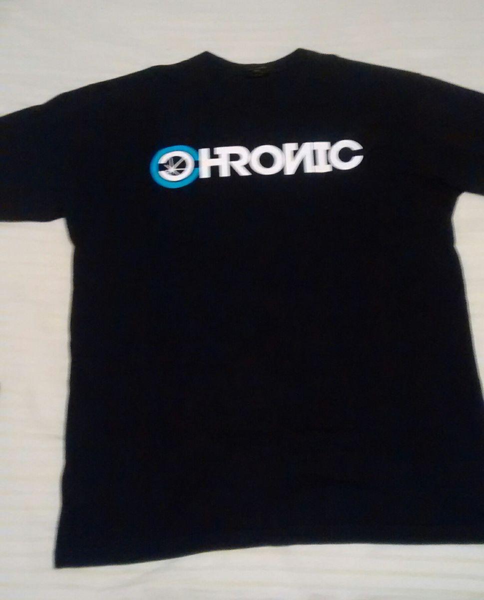 camiseta preta com estampas frontal e nas costas - camisetas chronic 81391f5ad2