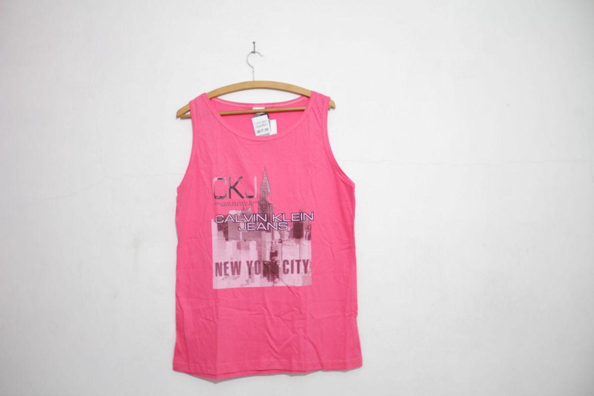 70e1da4e15 camiseta regata - camisas calvin klein.  Czm6ly9wag90b3muzw5qb2vplmnvbs5ici9wcm9kdwn0cy8xmtiwodk3lzvmzjrkzwyxztu4ytlknziyytm0n2zmotdkzjy4zdzilmpwzw  ...