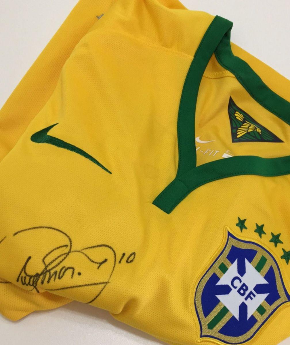9158232ffd camiseta seleção autografada - esportes nike.  Czm6ly9wag90b3muzw5qb2vplmnvbs5ici9wcm9kdwn0cy80nzc0mtgxl2i5mdqzzdnhzdrkzjdmmdc0ztbiywm2ytg3zdq0ytlllmpwzw