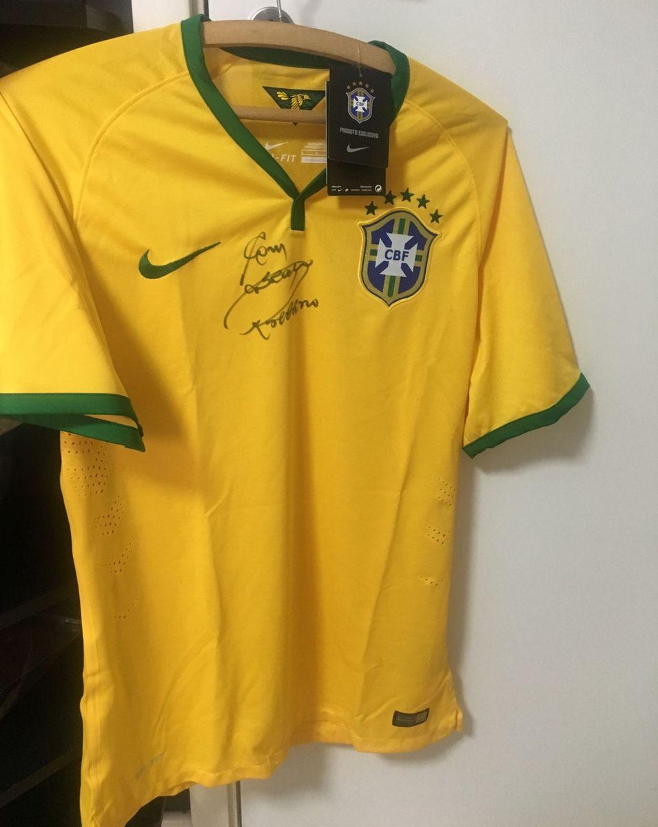 f1d29d3089 camiseta seleção brasileira - camisetas nike.  Czm6ly9wag90b3muzw5qb2vplmnvbs5ici9wcm9kdwn0cy83mtk3oty2lzq1mwqyzdu5zwq5njnjyjuwntexmze3ztcxyzlhnme3lmpwzw  ...