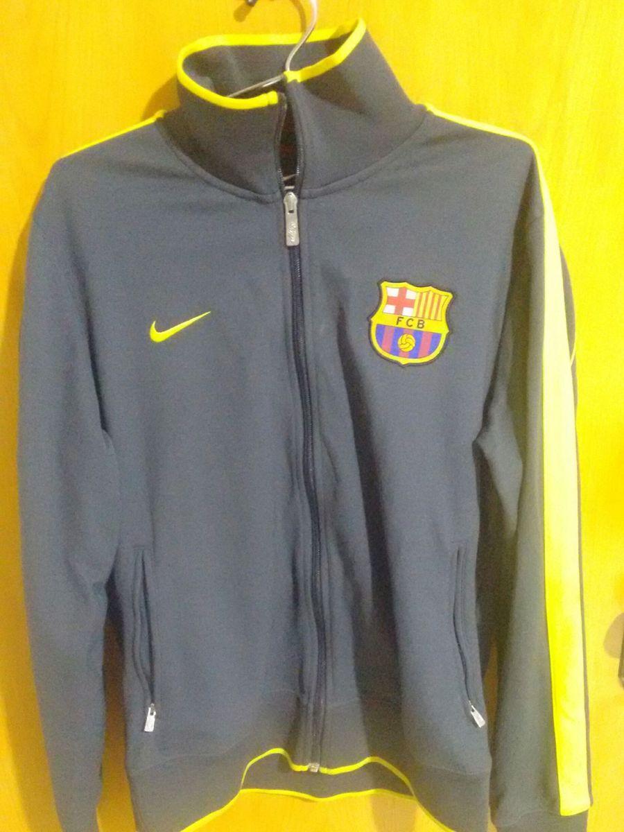 231c96ef24 casaco barcelona nike - casacos nike.  Czm6ly9wag90b3muzw5qb2vplmnvbs5ici9wcm9kdwn0cy8zmdg3nzyvntyzmza2zta3ogiwnte0mdu3mwzln2zmnjk2yzljmjmuanbn  ...