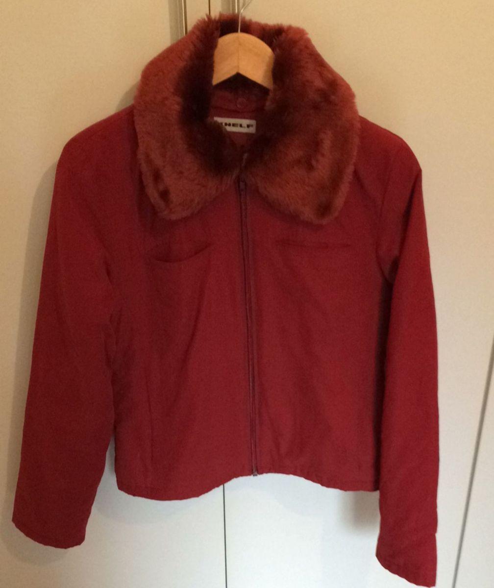 1546d215c casaco inverno khelf m cor vinho - blusas khelf.  Czm6ly9wag90b3muzw5qb2vplmnvbs5ici9wcm9kdwn0cy82mtawmze5l2ewnwmzzdkxnjhjmwnkn2i4nmvjytq1ytuzmdk3nzgzlmpwzw