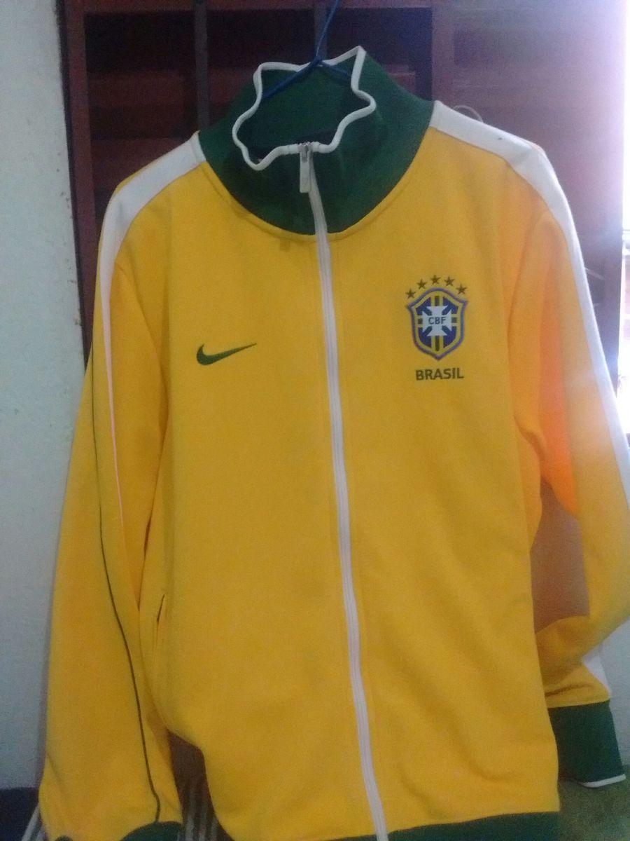 casaco nike seleção brasileira - casacos nike.  Czm6ly9wag90b3muzw5qb2vplmnvbs5ici9wcm9kdwn0cy81otyynje3l2y1zwiznta0otnkztnimjuzmme3mgi0nzcwzta0yzdilmpwzw  ... 41ea6ea44e371