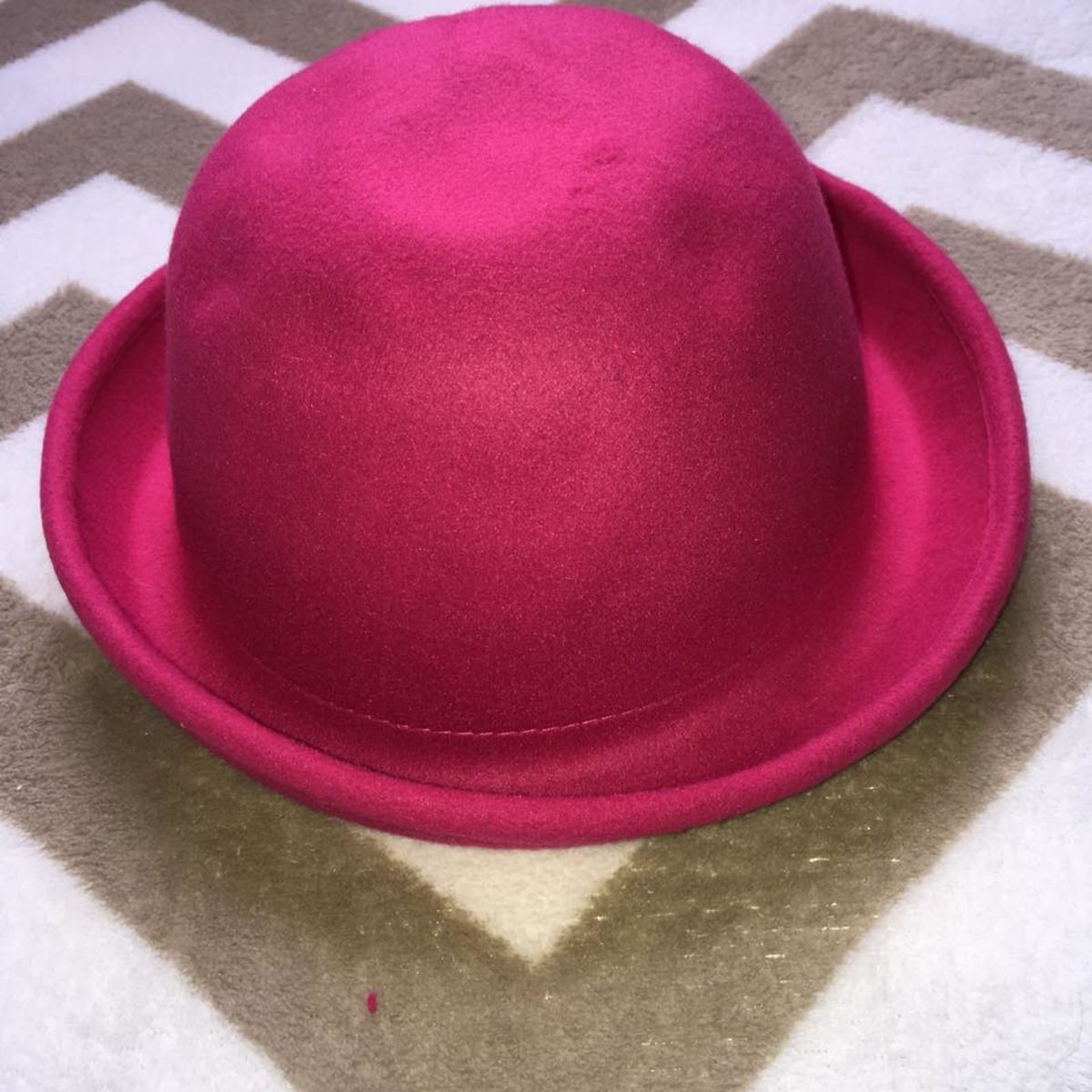 chapéu coco rosa pink - chapeu sem marca.  Czm6ly9wag90b3muzw5qb2vplmnvbs5ici9wcm9kdwn0cy82mda3odevogi5ytzmnwm1nzuyodi0ngyxmjy0otljodvjnjnkyjyuanbn  ... c40f7c46fce