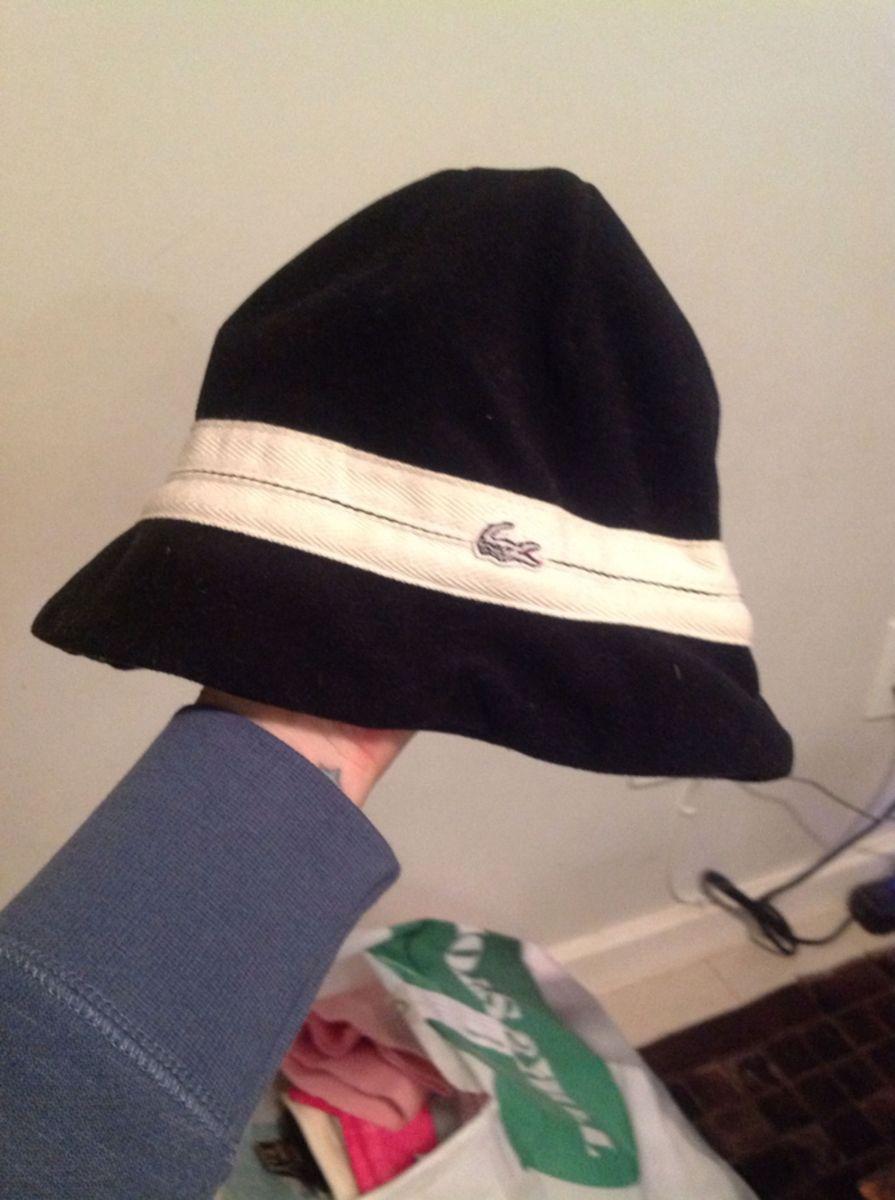 87d55798a68 chapéu de inverno - chapeu lacoste.  Czm6ly9wag90b3muzw5qb2vplmnvbs5ici9wcm9kdwn0cy8yntg3ndqvmgi1mdc4nmq2ngq0ndi1ndaxodi2nmqyytvizdq4ywquanbn  ...