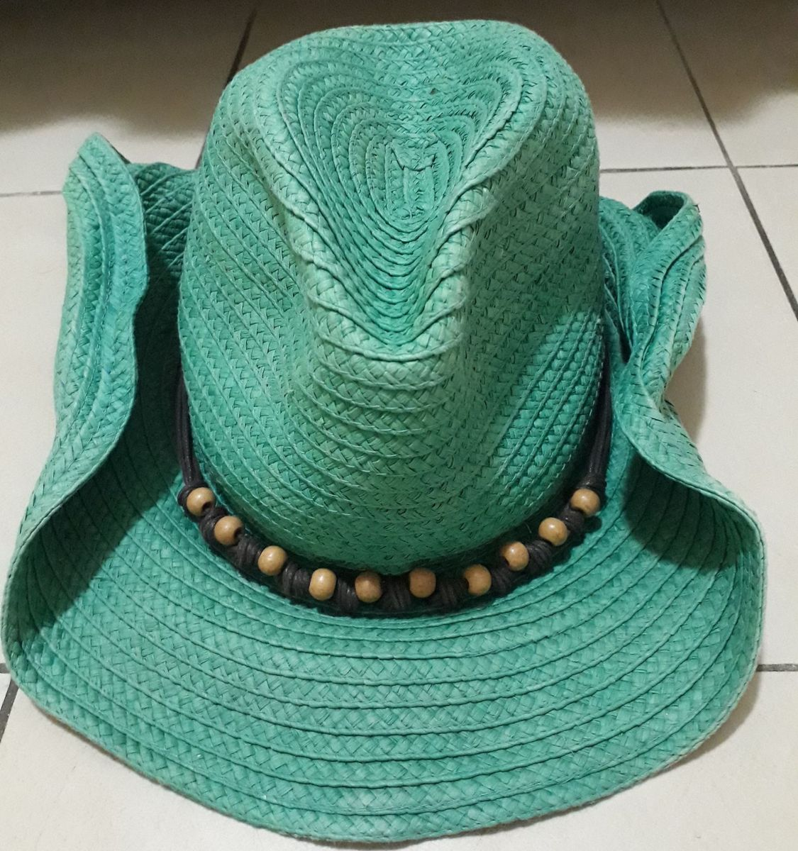 a0cf1a1d4e9b8 chapéu verde palha - chapeu le lis blanc.  Czm6ly9wag90b3muzw5qb2vplmnvbs5ici9wcm9kdwn0cy8xmdg5otcwlzmxyjewnjgzztc2ogfhzgezzdu1mdc0ytfhmdgzndazlmpwzw  ...