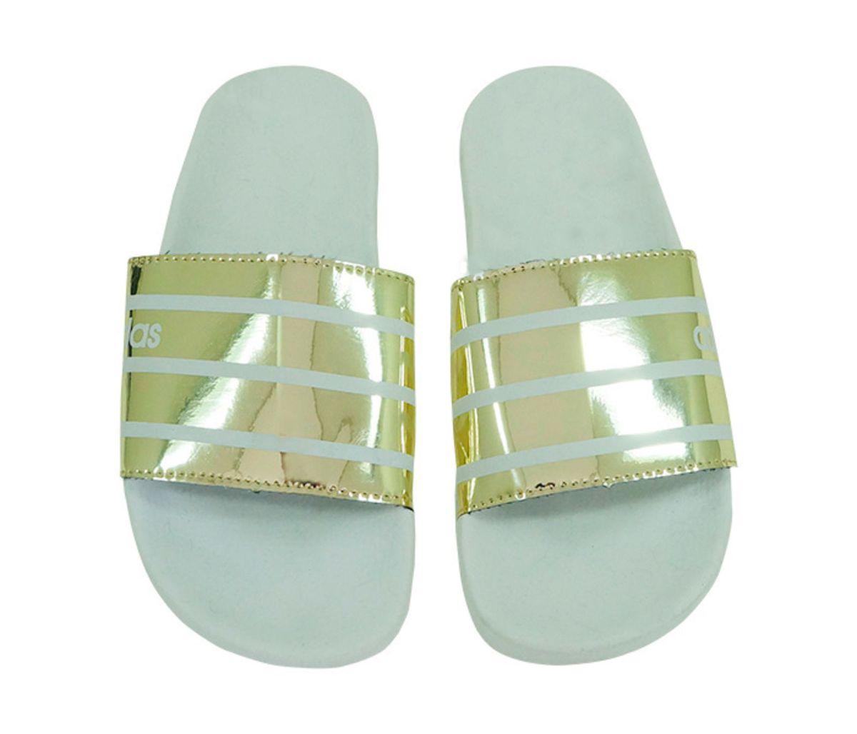 34fd8fd9f0 chinelo feminino adidas slide tira larga branco e dourado - outros adidas