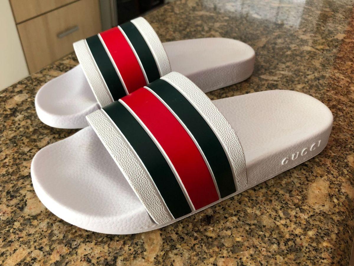 ed6742b9dce chinelo slide gucci - sandálias gucci.  Czm6ly9wag90b3muzw5qb2vplmnvbs5ici9wcm9kdwn0cy82nzkyndcwlzi3ogq2m2jin2i1zgfjotnmogy1n2fjztu1ymqymtlilmpwzw  ...