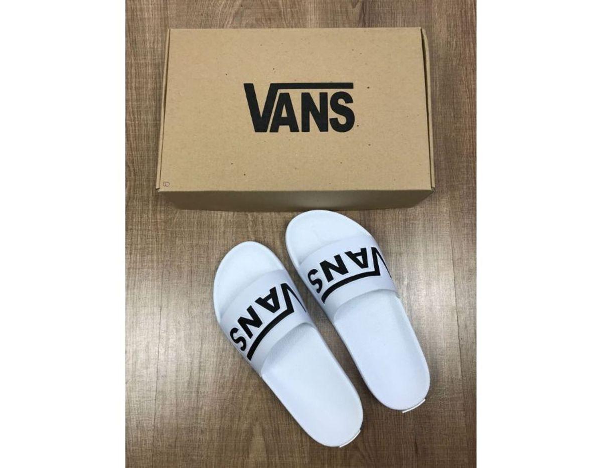 eb57f719527 chinelo vans slide branco - sandálias vans.  Czm6ly9wag90b3muzw5qb2vplmnvbs5ici9wcm9kdwn0cy84otixmzeyl2rlzmq2ytvlywvknjmzzdy2ytlhmgq3zjyyyjexnzlmlmpwzw