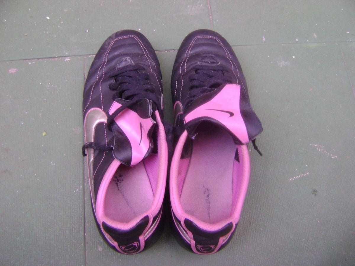 Chuteira Feminina da Marca Nike - Tamanho 41  9d9e7f25e5404