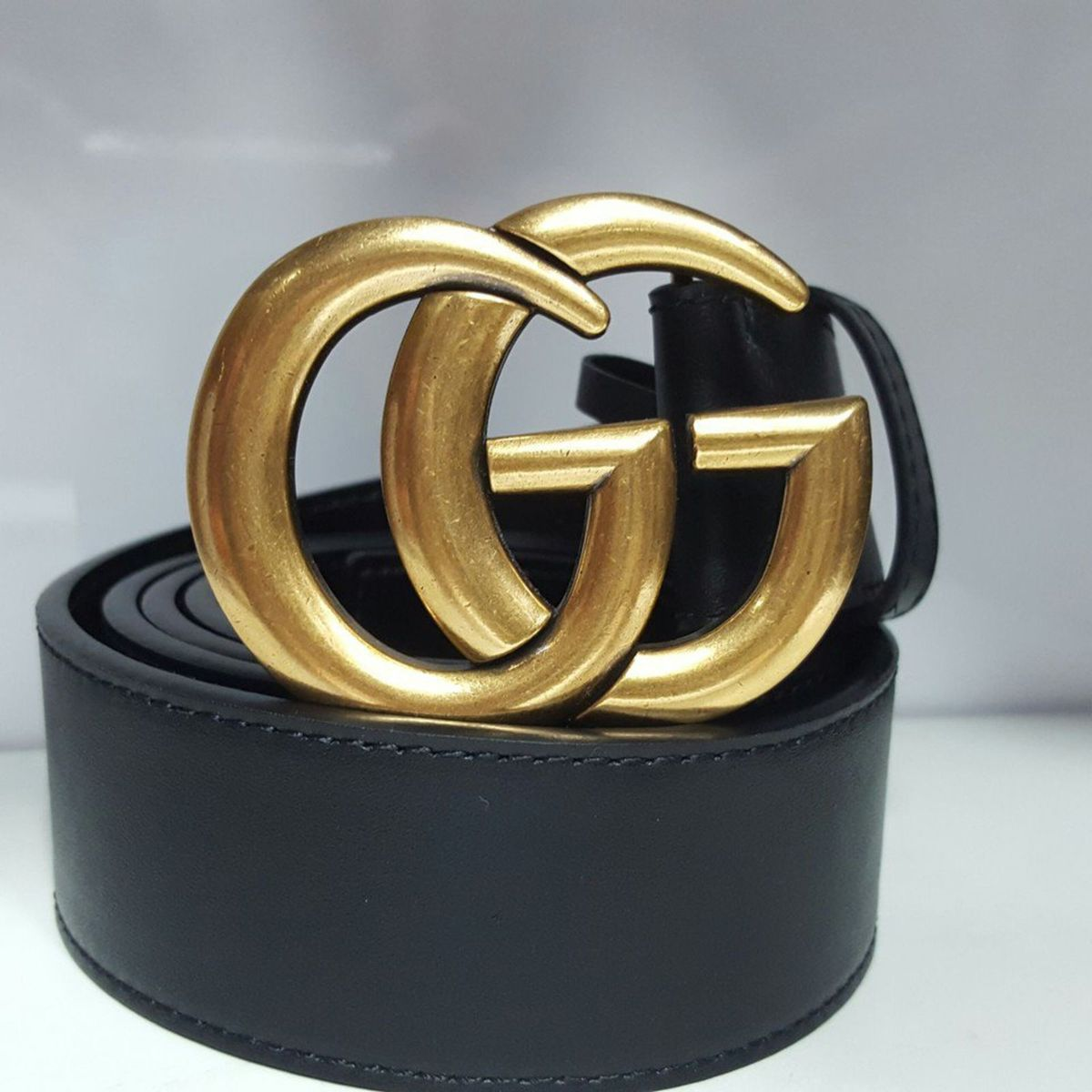 cinto preto gucci em couro fivela dourada - cintos gucci f38c50536d9