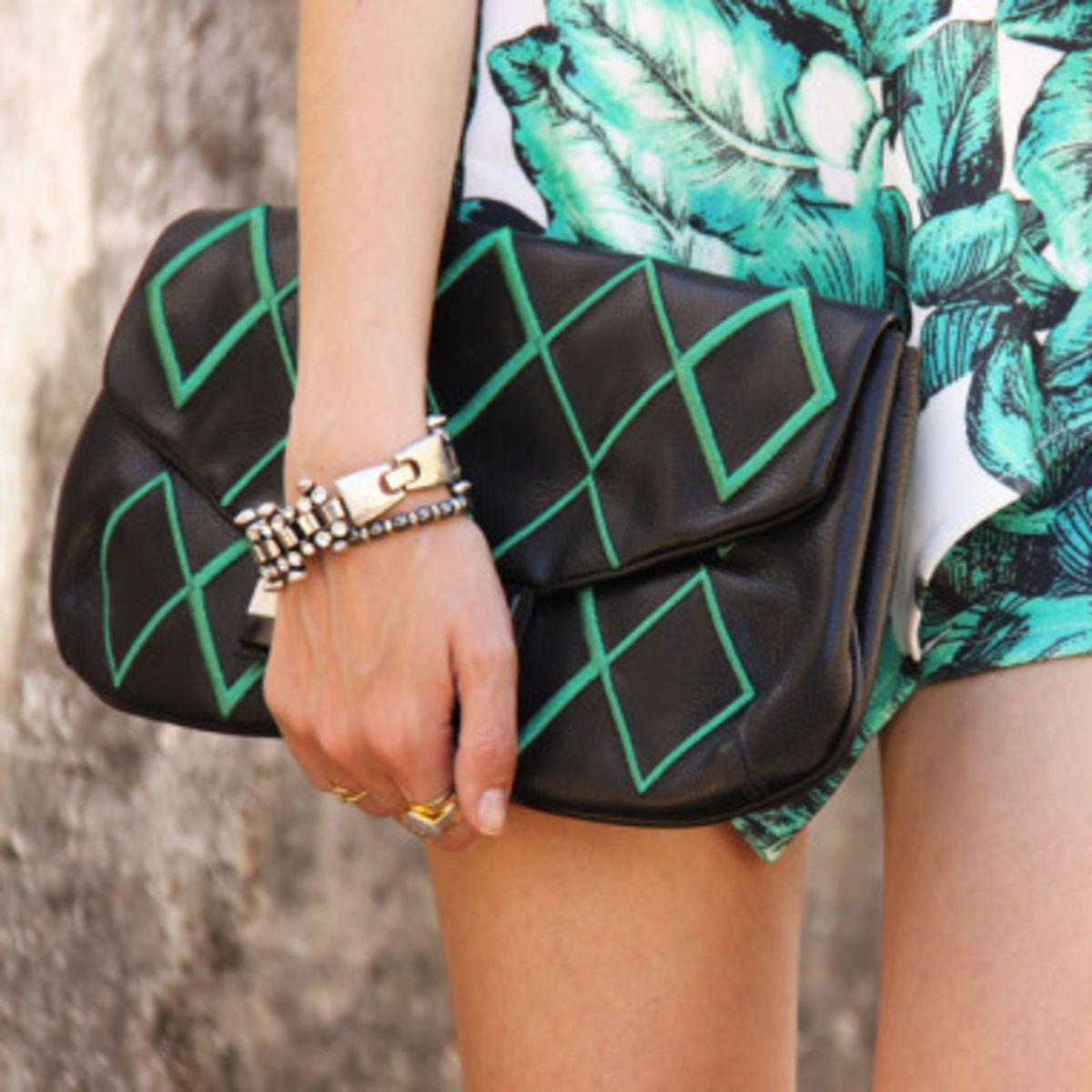 clutch geométrica preto e verde - clutches lucchetto