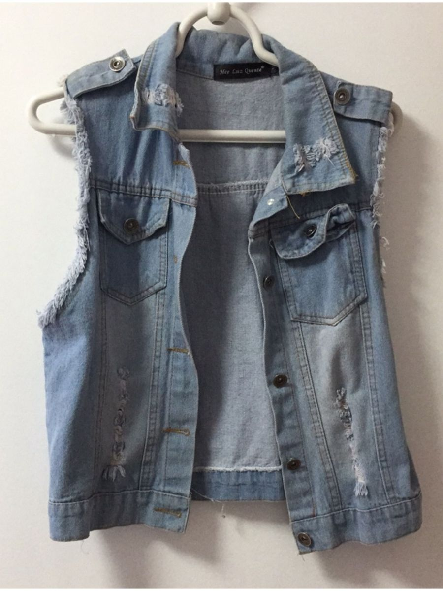 1b8b48cb77d6 colete jeans rasgado - coletes sem marca.  Czm6ly9wag90b3muzw5qb2vplmnvbs5ici9wcm9kdwn0cy81ntu4ndgvmjy3y2uzodq3mdyxnme5nddlmwuymzdlztc3odm2ndquanbn