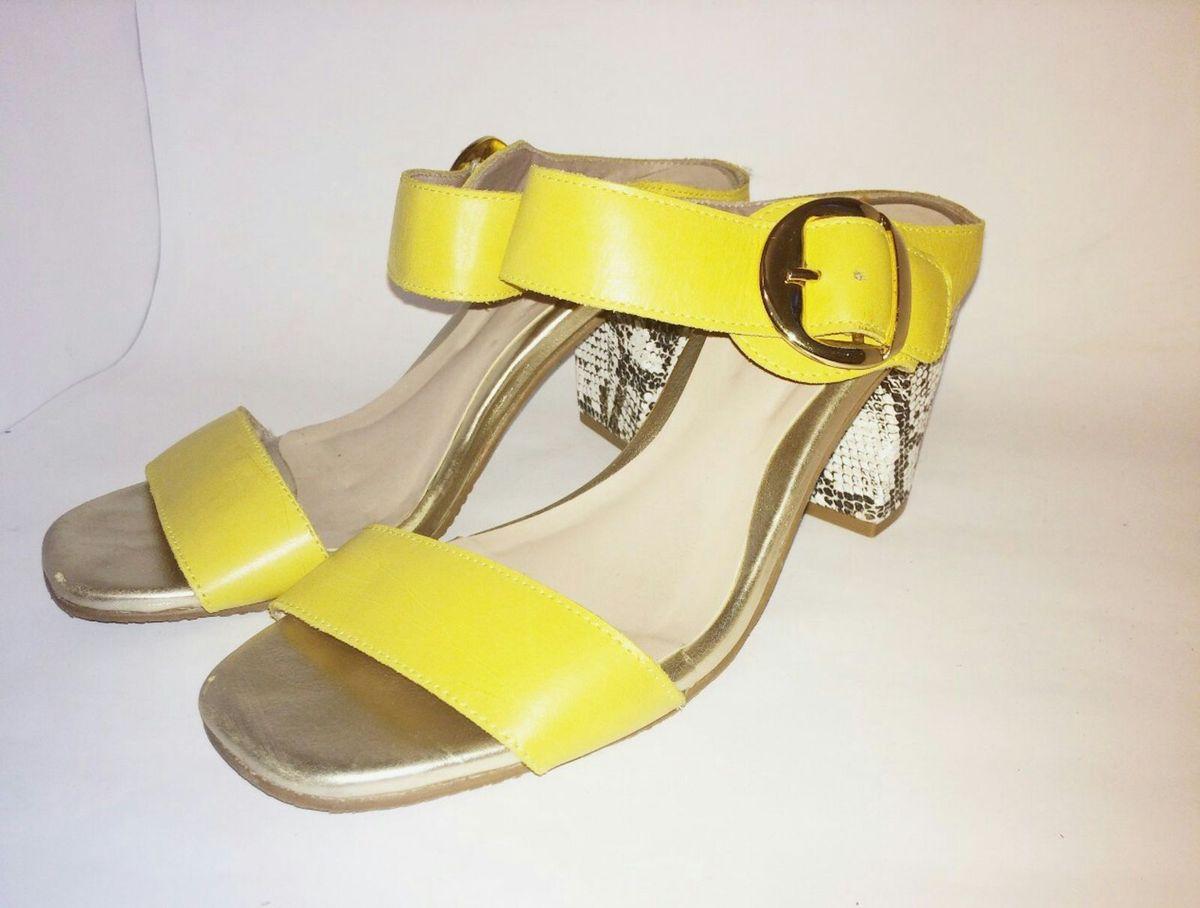 5a5ffdb07d em couro amarelinho - sandálias claudia-davila.  Czm6ly9wag90b3muzw5qb2vplmnvbs5ici9wcm9kdwn0cy84nji0ndg1lzg2mtq0nwq0mtrmzdq0odrlmduwymm5m2rjytzjy2nmlmpwzw