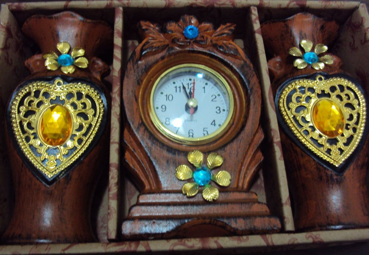 a15b5b3d61d Esplendor Relógio de Mesa e Dois Vasos