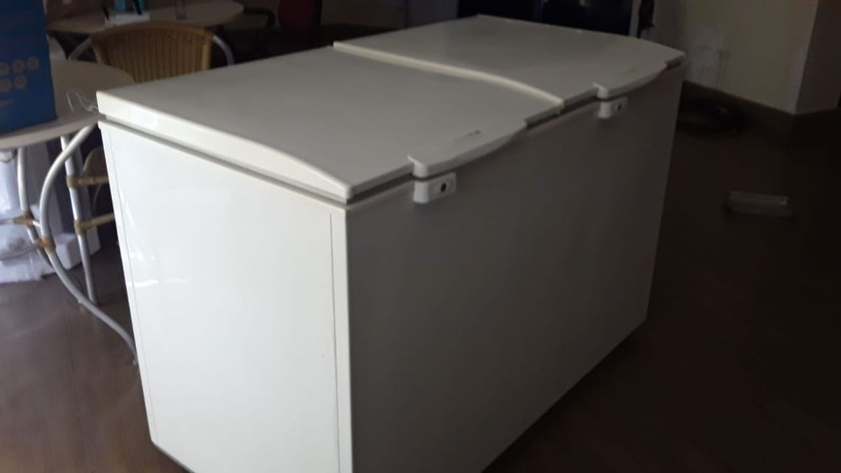 Freezer Horizontal Eletrolux H400 385 L - 2 Portas - Usado com Cara de Novo  ! | Móvel de Cozinha Eletrolux Usado 47570050