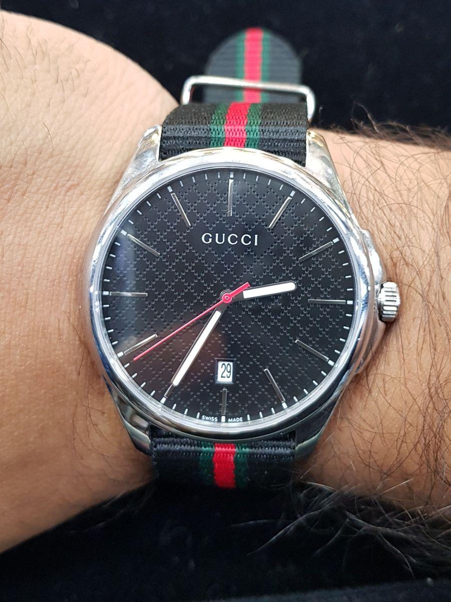 f4faec82cb8 gucci classic - relógios gucci.  Czm6ly9wag90b3muzw5qb2vplmnvbs5ici9wcm9kdwn0cy80mzq0mdavzjmyyzm0ndjmntbimdjingvmota2ngniyzq5nwjkotcuanbn  ...