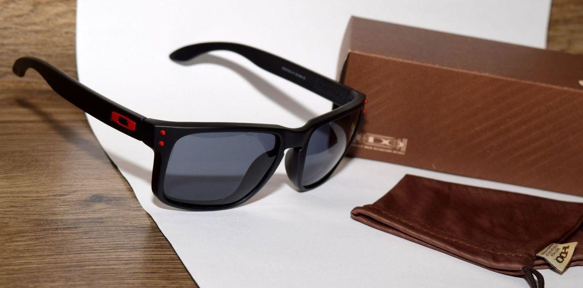 holbrook preto, detalhes vermelhos, lentes pretas polarizadas - óculos  oakley b447668ae8