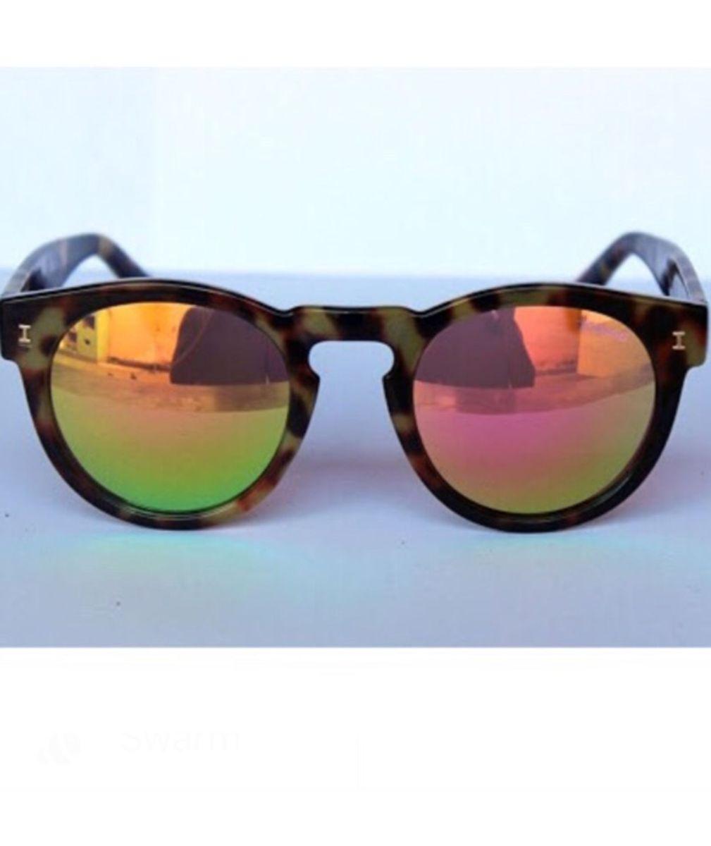 dc62a35861471 illesteva leonard onça - óculos sem marca.  Czm6ly9wag90b3muzw5qb2vplmnvbs5ici9wcm9kdwn0cy85mdgwmduvyzfkotdiotnhyzvlngeznwiynmzjngi1ndyyzjc1y2iuanbn  ...