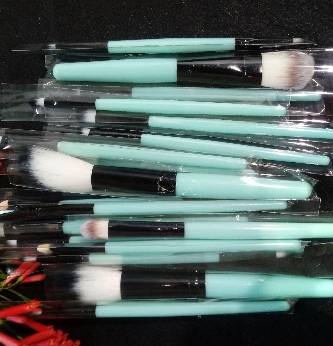 kit com 18 pincéis para maquiagem  R$ 47,00 em até 12x  Comprar