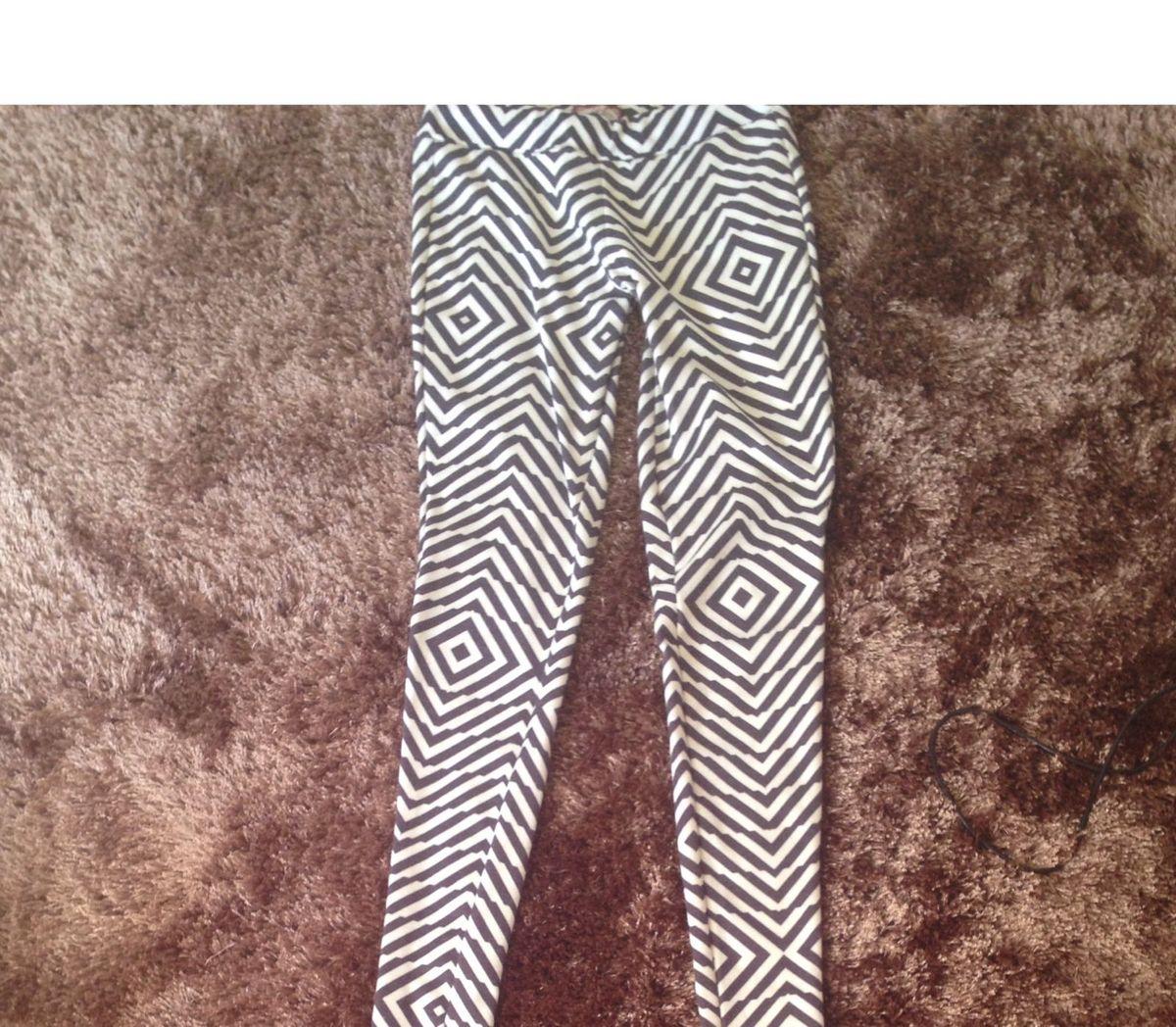aab4c6c09de legging estampada khelf - calças khelf.  Czm6ly9wag90b3muzw5qb2vplmnvbs5ici9wcm9kdwn0cy80njk4ntaxlzrjoweymta0mwe5owrmotkwogm4mgnln2m5ndbjnzlllmpwzw  ...