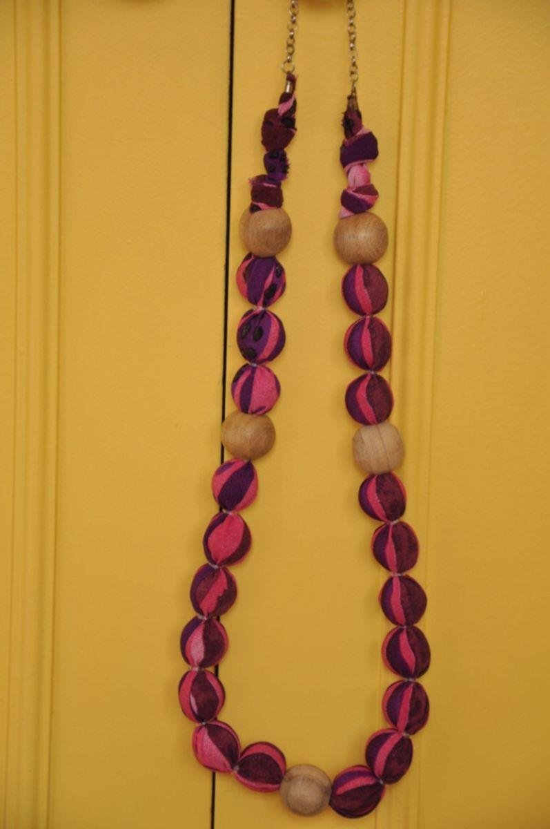 max colar madeira com tecido - bijoux sem marca