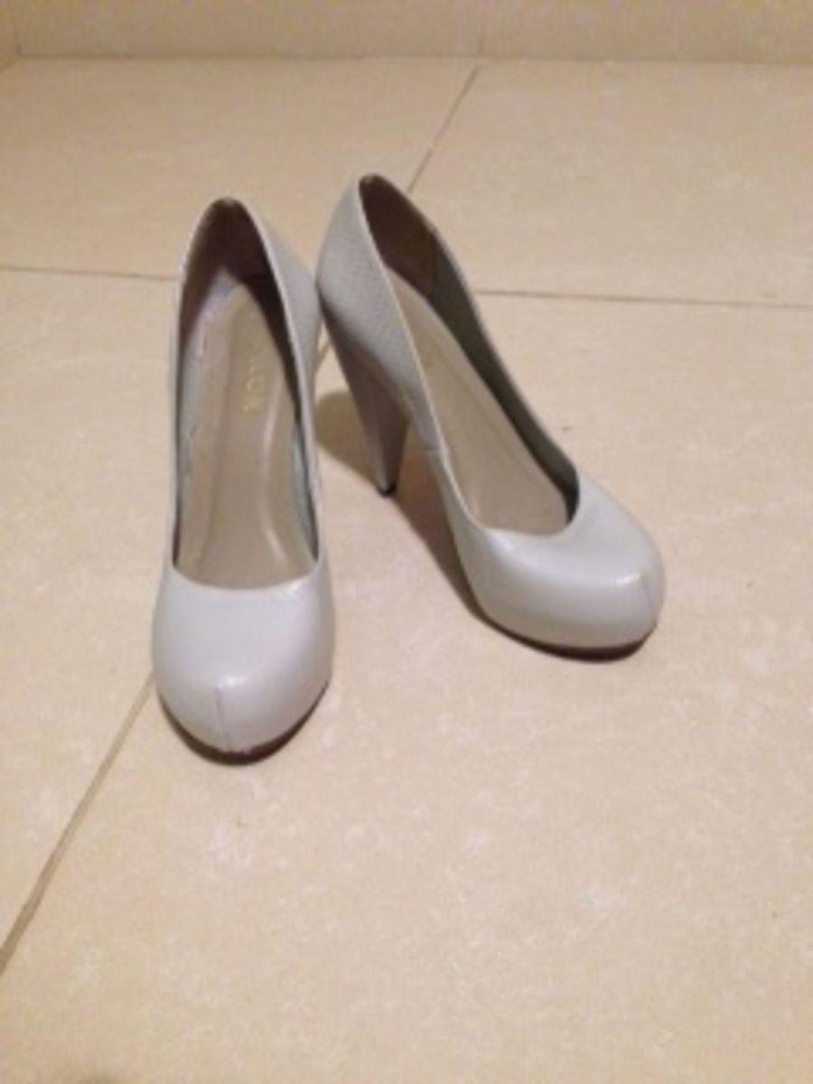 a6febb592e meia pata creme olook - seminovo - sapatos olook.  Czm6ly9wag90b3muzw5qb2vplmnvbs5ici9wcm9kdwn0cy80ntmyndeylzc0zdu3n2m3othhywm4zdu3n2y2nwvkzti5nwe4odgxlmpwzw  ...