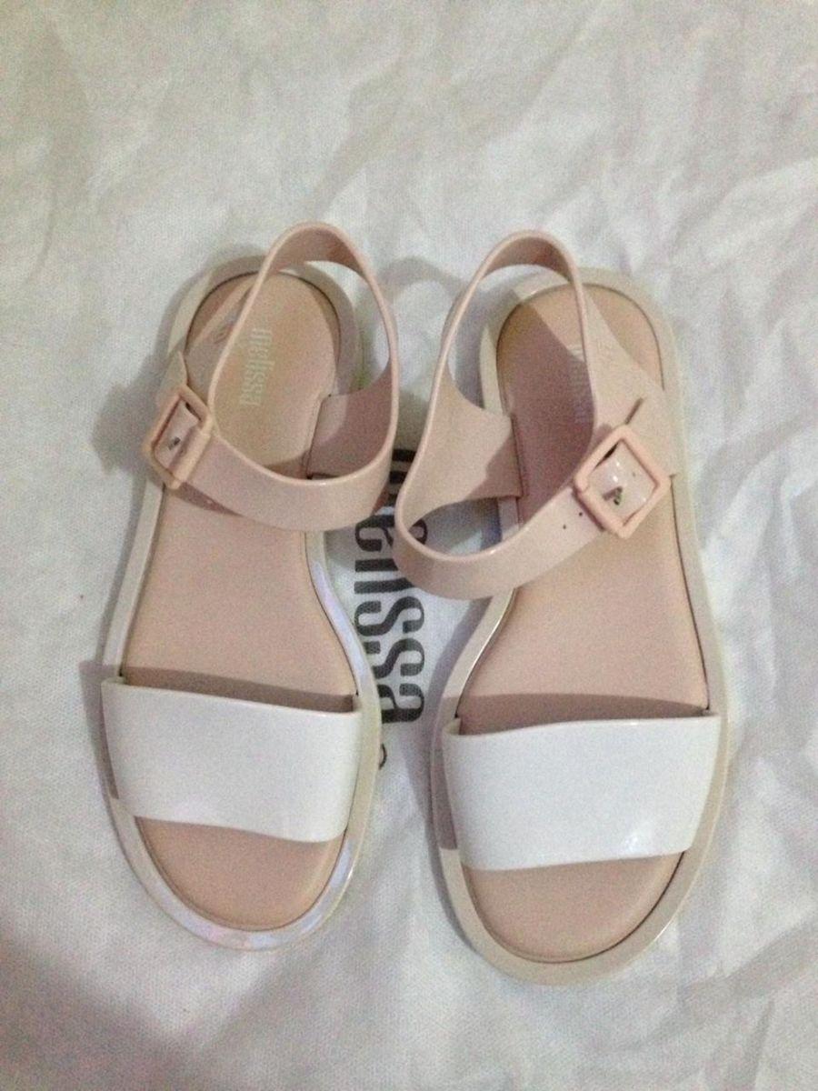 7f97d31c29 melissa mar sandal - sandálias melissa.  Czm6ly9wag90b3muzw5qb2vplmnvbs5ici9wcm9kdwn0cy8xmdawota4ny8xyzuzodazymfhogm1njrmnmmwztq5nzvizdlizwjjzi5qcgc