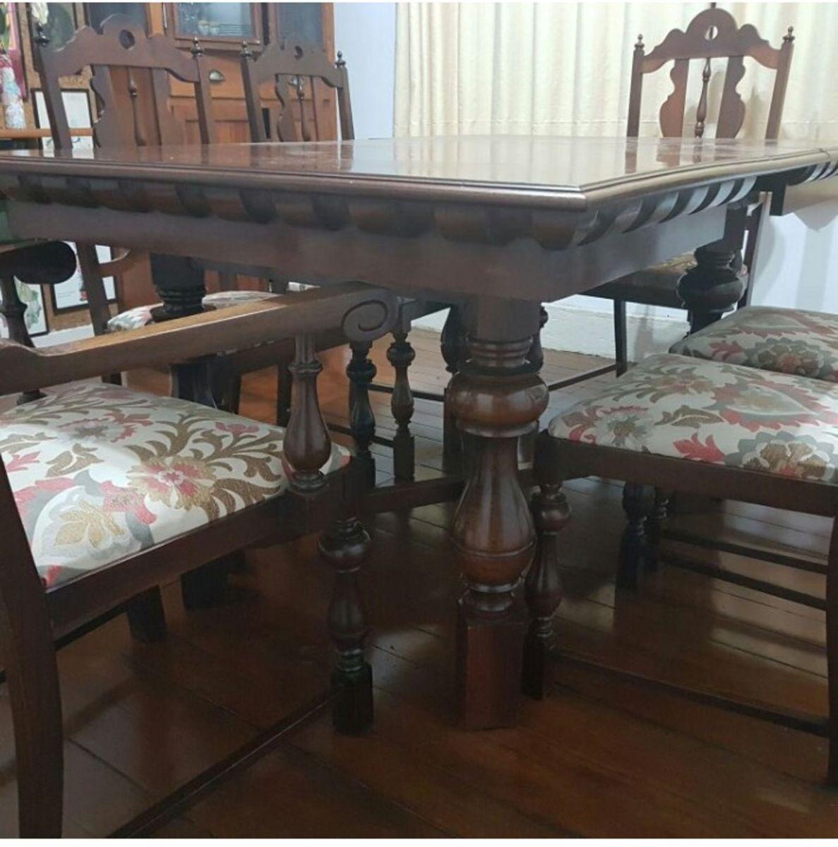 Image of: Mesa Antiga Madeira Macica Com 6 Cadeiras Forradas Sendo 2 No Estilo Poltrona Mesa Usado 24349223 Enjoei