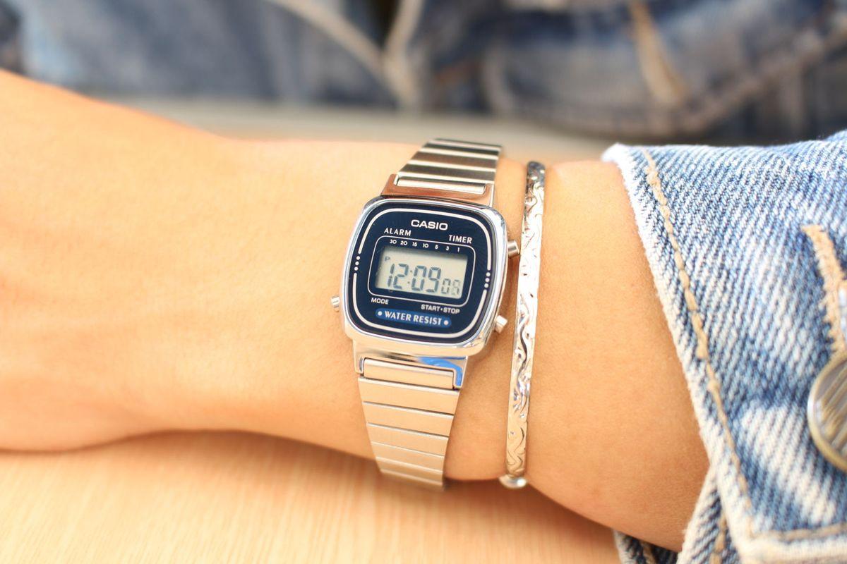 a2376ec6c26 mini azul retrô - relógios casio.  Czm6ly9wag90b3muzw5qb2vplmnvbs5ici9wcm9kdwn0cy82odm3njm0lzjmm2qymme5nwrhyjk4mdqxyjvindjlmtflm2nkmwfjlmpwzw  ...